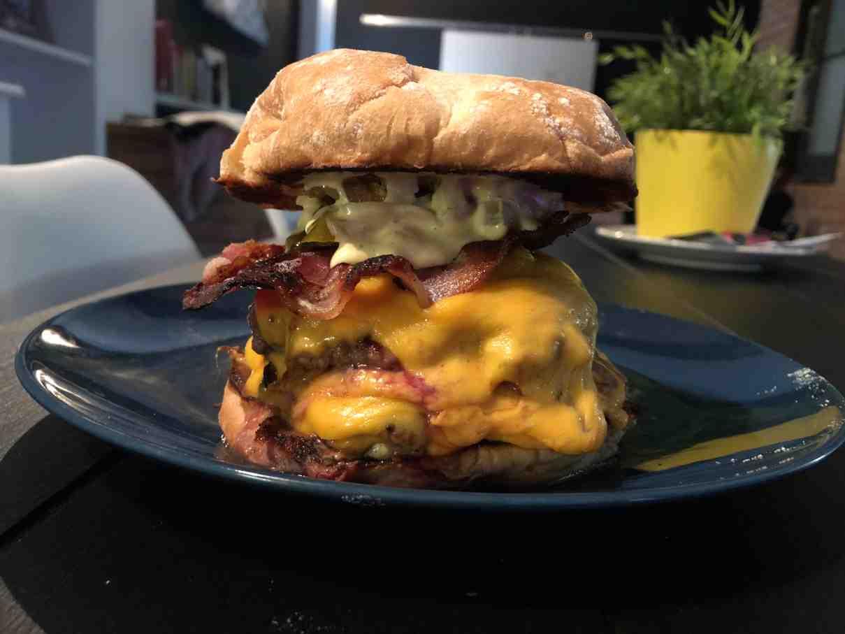 Presentación de una hamurguesa casera mcdonalds