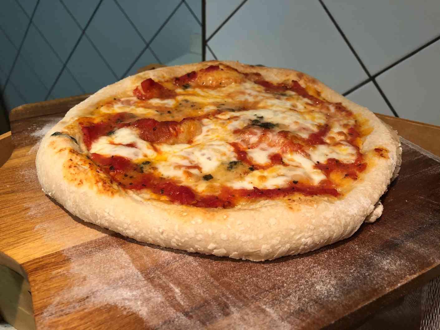 Todos los ingredientes para la pizza casera napolitana
